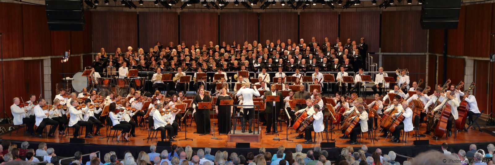 photo of chorus and orchestra